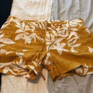 Old navy size large shorts. Never worn!